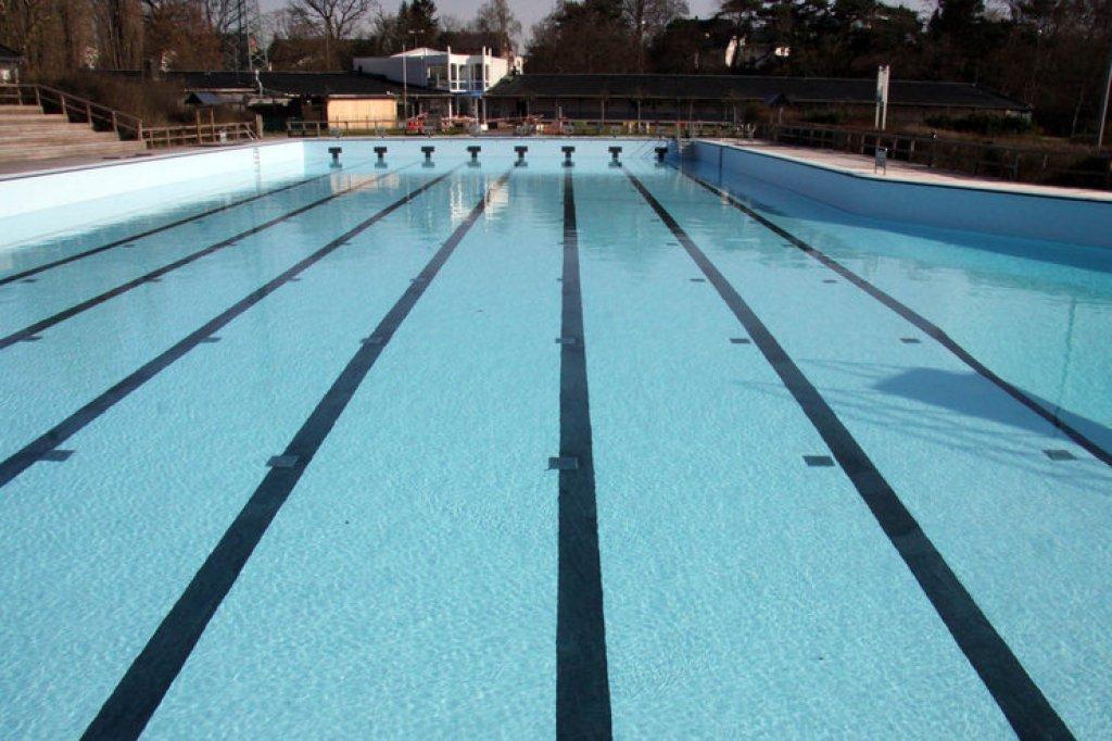 Geesthacht Schwimmbad das wasser ist bereits im schwimmbecken bergedorfer zeitung